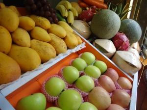 Nothing beat freshly made juice on some of these super hot summer days.  My go to - kiwi juice.  Delish!